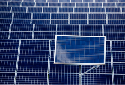 Piotrowski: W 2016 roku ruszą aukcje, które pozwolą na powstanie 100 MW nowej fotowoltaniki