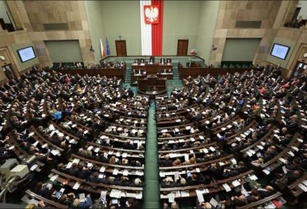 Sejm przyjął prezydencki projekt ustawy o obniżeniu wieku emerytalnego