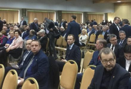 """Mało zauważona porażka Adamowicza i spółki. Miał być wielki antyrządowy marsz, skończyło się na nasiadówie w hotelu i artykule w """"GW"""""""