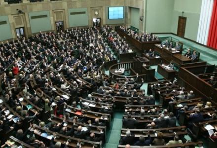 PiS liderem z dużą przewagą, w Sejmie cztery partie