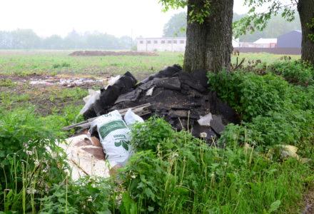 Dzikie wysypisko śmieci w miejscowości Łapiguz posprzątane