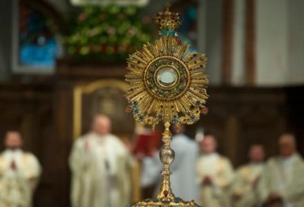 Dziś Boże Ciało. Dokąd sięga tradycja święta? Co oznaczają cztery ołtarze?
