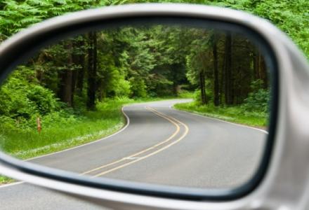 Uwaga na drogowych złodziei, wymyślają nowe metody by kraść