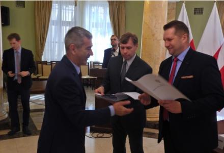 Wojewoda przekazał dotacje dla samorządów na prawie 7,5 mln zł