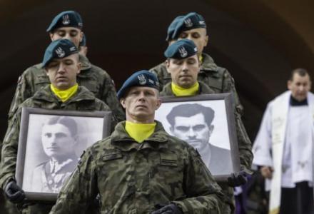 W Radecznicy pochowano polskich bohaterów: M. Pilarskiego i St. Biziora. Prezydent: Niech będą wzorami miłości do ojczyzny