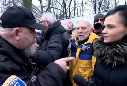 """Dziennikarze TVP zaatakowani przez Obywateli RP. Tak wyglądają """"pokojowe"""" manifestacje"""