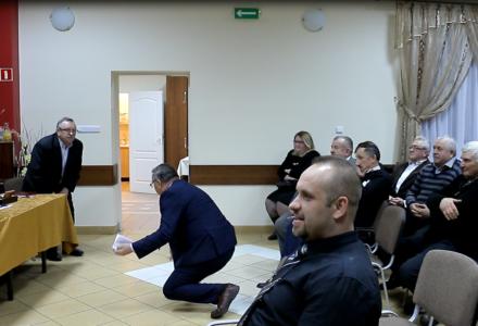 Wójt Gminy Sitno przeprasza na kolanach. Relacja filmowa ze spotkania Wojewody Lubelskiego Przemysława Czarnka i Parlamentarzystów PiS z mieszkańcami Sitna.