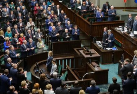 Będzie obniżenie poselskich pensji? Do Sejmu trafi stosowny projekt. Andruszkiewicz: To bardzo dobry test