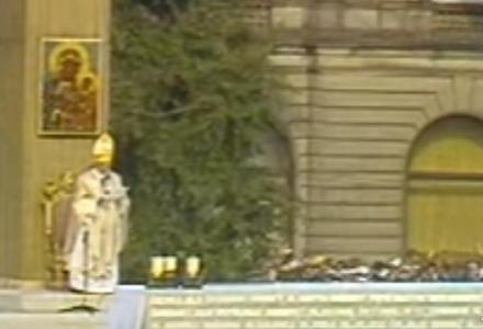 """""""Niech zstąpi Duch Twój i odnowi oblicze Ziemi, tej Ziemi!"""". 39 lat temu Jan Paweł II przybył po raz pierwszy do Ojczyzny."""