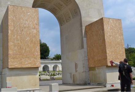 We Lwowie na Cmentarzu Orląt Lwowskich zatrzymano Polaka, który usiłował odsłonić polski pomnik zasłonięty przez ukraińskie władze