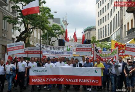 Pozostawienie rolników bez wsparcia byłoby kardynalnym błędem rządu. Zwłaszcza, że Polska pomaga Ukrainie. Milczenie TVP tylko pogarsza sprawę