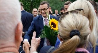 """Sawicki nazywał ich """"frajerami"""". Premier zaś obiecuje im wsparcie i odrodzenie"""