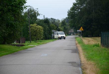 Kolejny raz odwrócone znaki drogowe w Borowinie Sitanieckiej