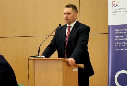 Wojewoda Czarnek: Unia Europejska galopuje w kierunku zniewolenia
