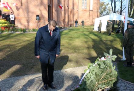 """Odsłonięcie pomnika w Mokremlipiu. """"Nie ma niepodległej Polski bez chrześcijaństwa"""""""