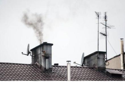 Polacy nadal bezkarnie palą śmieciami