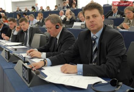 """Konkurencja dla PiS? Europoseł Piotrowski złożył wniosek o rejestrację partii zainspirowanej Ruchem """"Europa Christi"""""""