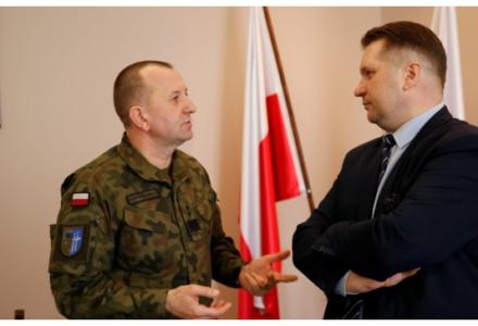 W garnizonach Lublin, Chełm i Zamość powstanie 19. Brygada Zmechanizowana