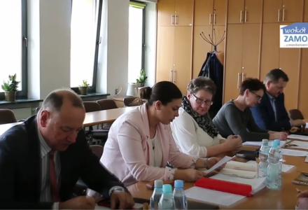 Posiedzenie Komisji Oświatowo – Społecznej Rady Gminy Zamość : dyskusja nad raportem o stanie gminy bez udziału radnych [ VIDEO ]