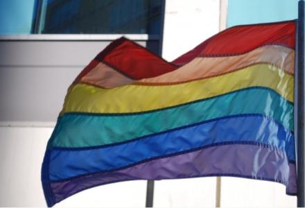 """Pracownicy protestują, reklamy zniknęły. Związkowcy z Volvo mówią """"nie"""" LGBT"""