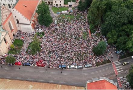 Odezwa polskich katolików zgromadzonych pod krakowską Kurią Metropolitarną