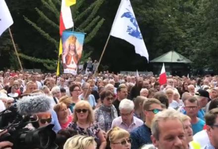 Tysiące ludzi wsparło abpa Jędraszewskiego na wiecu w Krakowie