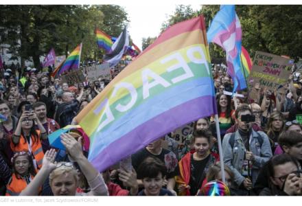 """Ulicami Lublina przeszedł marsz środowisk LGBT. Były kpiny z hasła """"Bóg, Honor, Ojczyzna"""""""