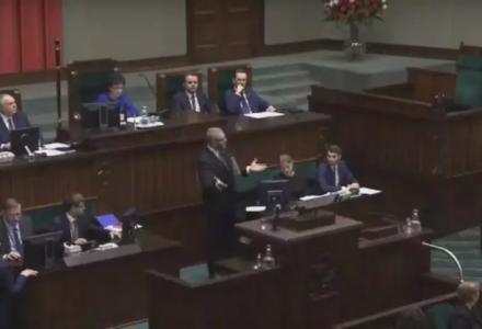 Grzegorz Braun wyrzucony z mównicy sejmowej! Marszałek wyłączyła mu mikrofon [VIDEO]