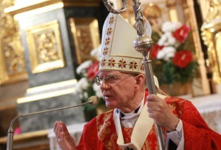 Abp Jędraszewski: Bądźcie świadkami zwycięskiego krzyża i nie pozwólcie go wyrwać z waszych serc