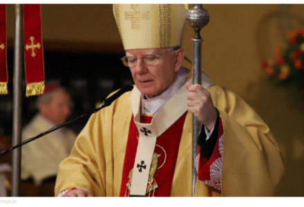 Abp Marek Jędraszewski: Zmartwychwstały przynosi nam dary pokoju, radości i miłości