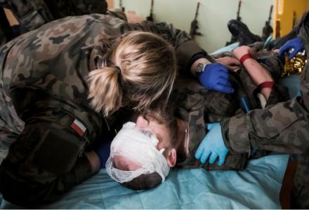 Terytorialsi na szkoleniu z medycyny pola walki