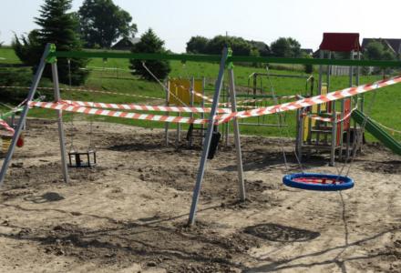 Nowy plac zabaw zamontowano na terenie przedszkola w Ruszowie. Inwestycja jest realizowana w ramach środków unijnych